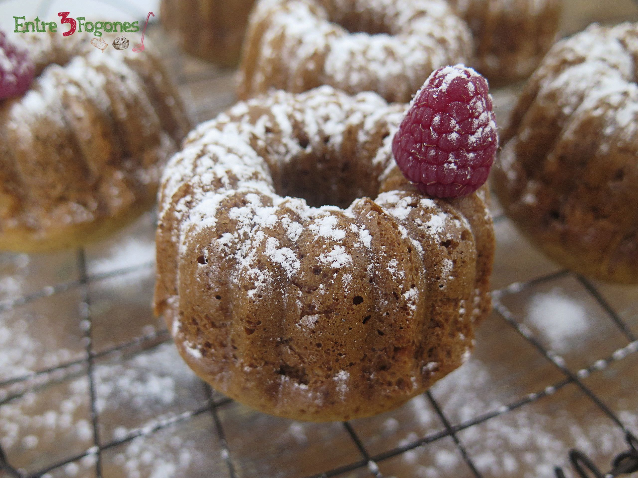 Photo of Mini Bundt Cakes de Avellanas y Toffee con Frambuesa