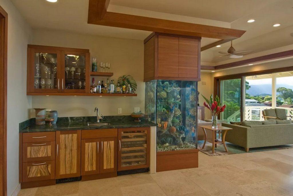 кухня-гостиная зонирование аквариумом