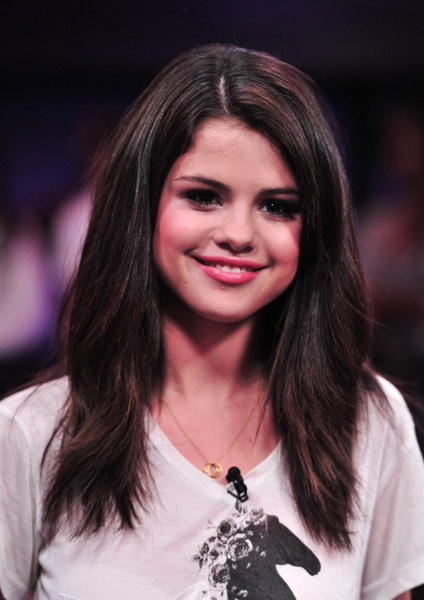 Selena Gomez Visits New Music Live2 Faded Youth Blog
