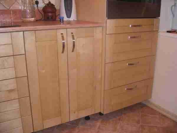 Mobiliário de cozinha de madeira compensada? Por que não?