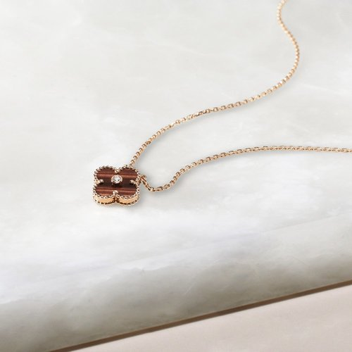 This year's limited edition Alhambra pendant is adorned with bull's eye, symbol of courage