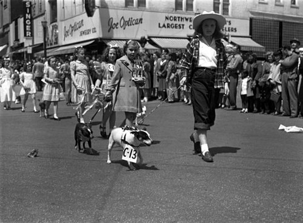 Spring 1947 — The Apple Blossom Parade in St