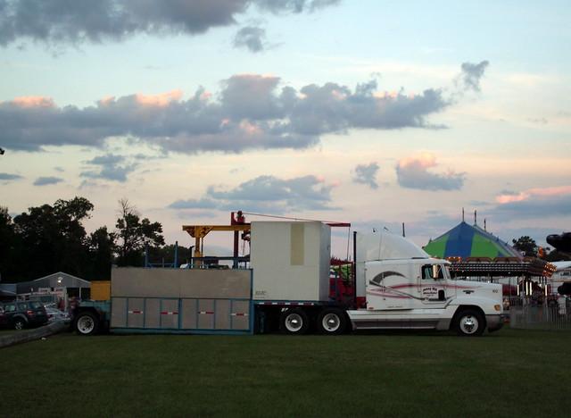 Trailer Travel Carnival Bunkhouse