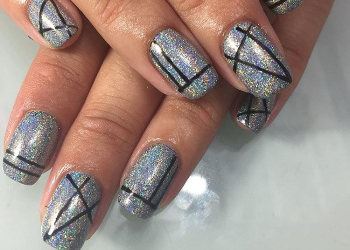 Trendy Holographic Art To Glam Up Your Mani (26)Trendy Holographic Art To Glam Up Your Mani (26)