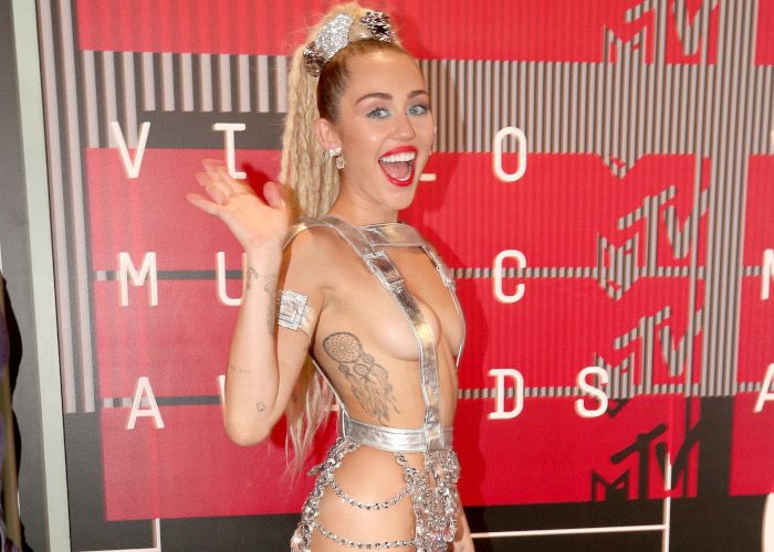 15-Times-Celebrities-Were-Almost-Naked-on-The-Red-Carpet-Miley-Cyrus