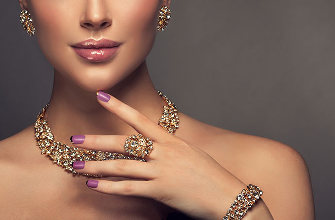 How-to-Choose-The-Best-Jewelry-For-Your-Skin-Tone-women-in-rings-and-bracelets