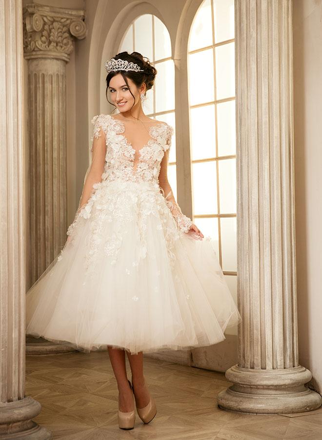how-to-wear-a-short-wedding-dress-bride-in-short-dress