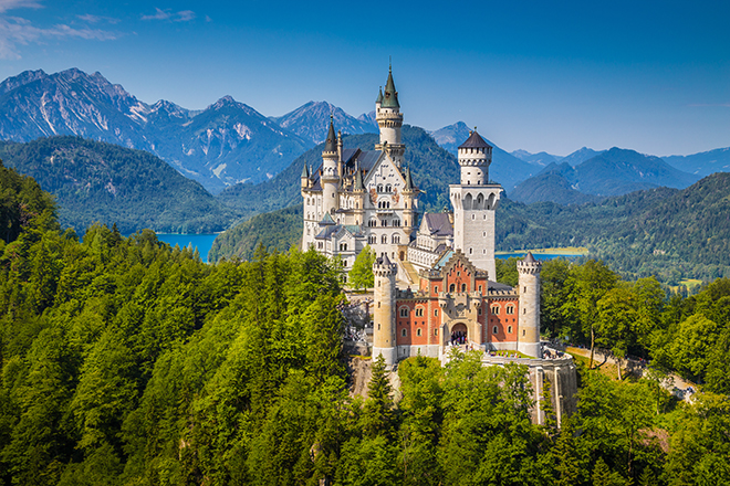 5-Truly-Beautiful-Spots-in-Europe-You-Need-to-Visit-Neuschwanstein-Castle-Germany