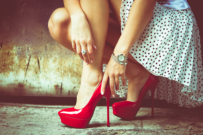 How-to-Choose-the-Right-Heel-Height-for-You-woman-in-very-high-red-heels