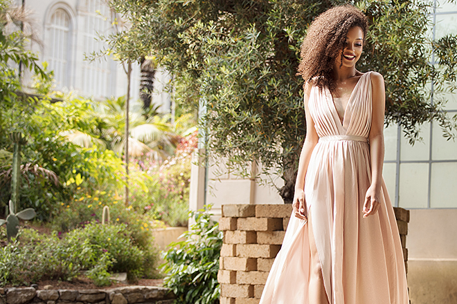 How-to-Wear-a-Sundress-beautiful-woman-in-maxi-dress