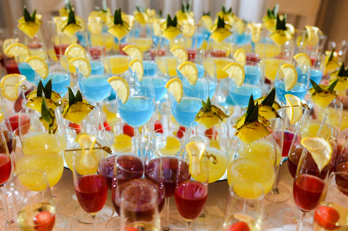 preparing-yummy-cocktails-with-edible-flowers-main-image-colorful-cocktails-scaled