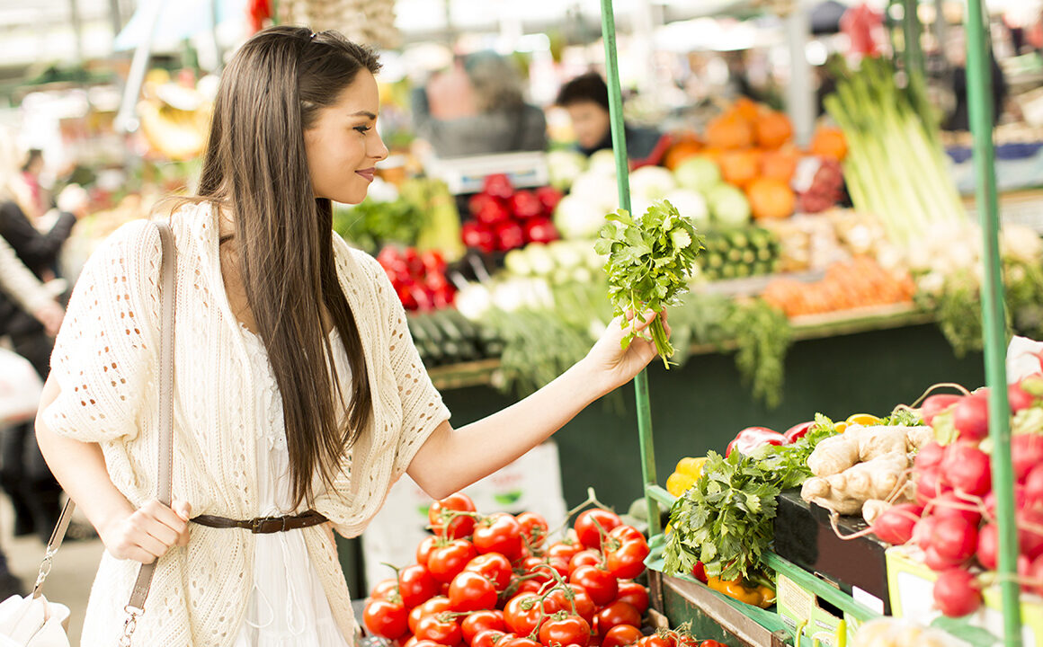 grocery-shopping-tips-that-will-help-you-save-money-woman-shopping-main-image