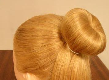 髪のためのベーグルを持つヘアスタイル
