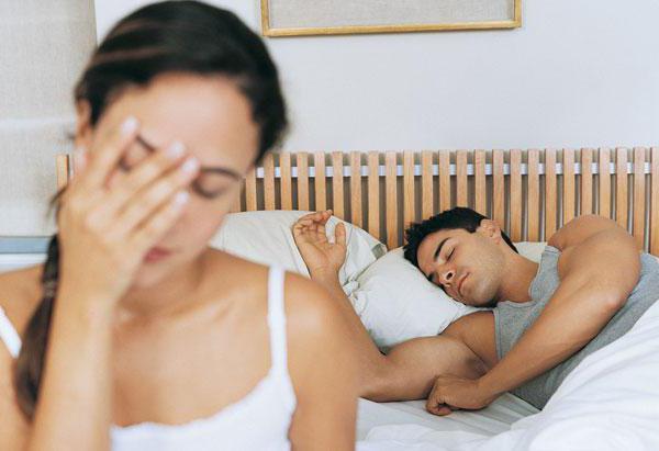 проблемы со сном человек стонет скулит во сн