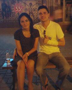 man en vrouw zittend op een bankje