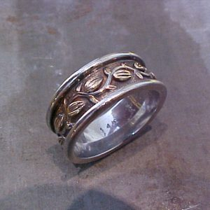 custom engraved wedding ring with leaves and vines