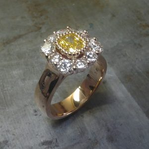 gold ring with daisy design