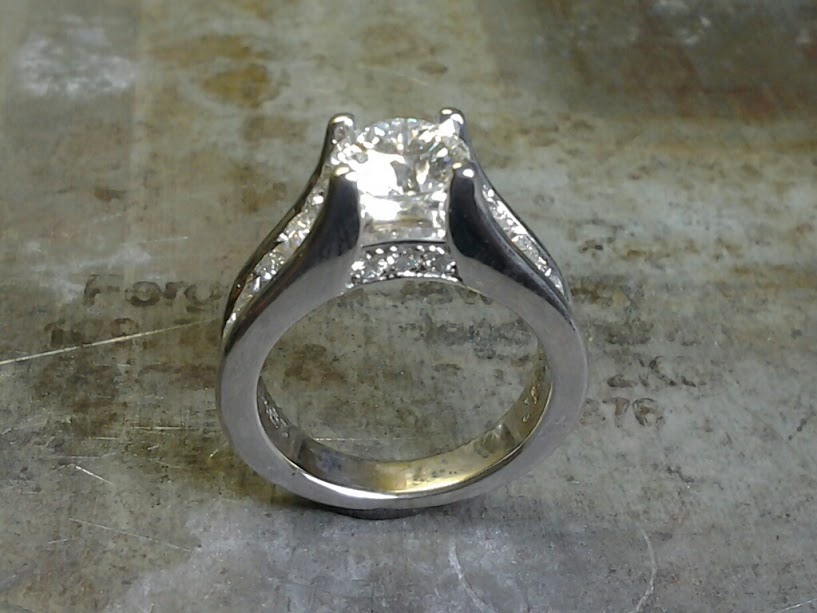 19k diamond engagement ring side view
