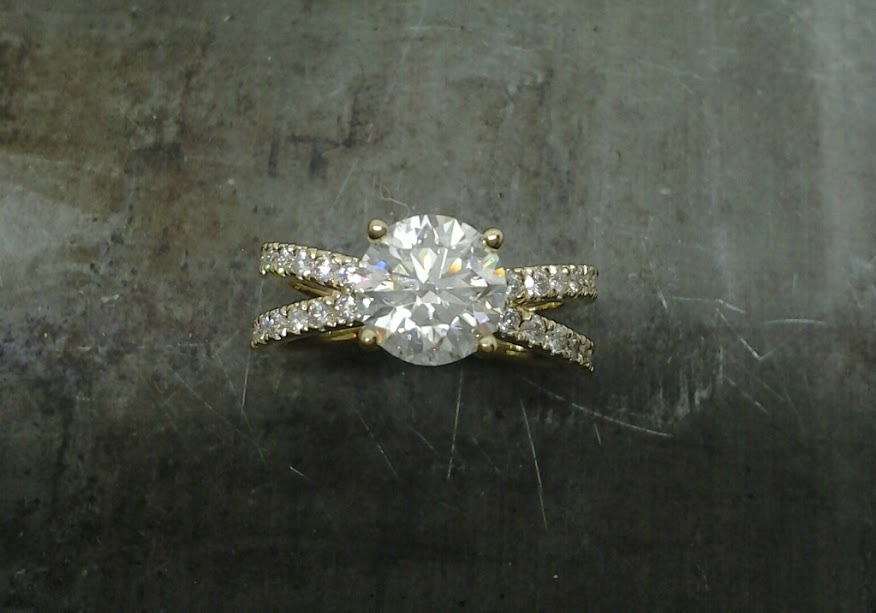 18k Yellow gold multi diamond engament ring