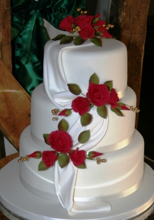 Melanie Ferris Cakes News      Wedding cake with red roses and drape 20130124 Wedding cake with red roses  drapes JPG