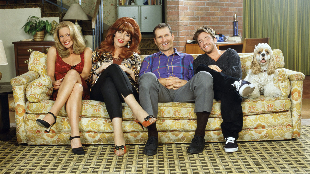 MARRIED...WITH CHILDREN, Christina Applegate, Katey Sagal, Ed O'Neill, David Faustino, Lucky the Dog, (Season 10), 1987-1997, © Columbia TriStar Television / Courtesy Everett Collection