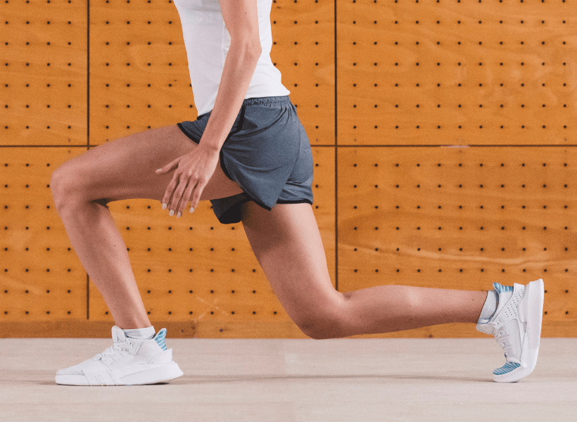 lady doing leg lunges to strengthen
