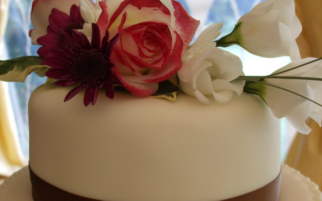 Cake Flower Decorations  – Artificial or Fresh Flowers?