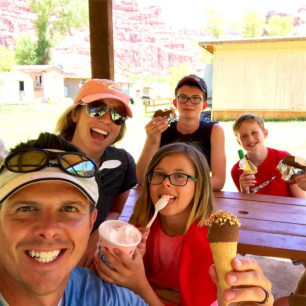 Hikers stopping for ice cream on their way to Havasupai Falls campground
