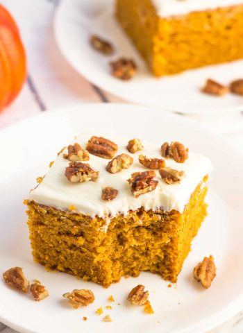 Delicious and super easy Pumpkin Cake recipe.