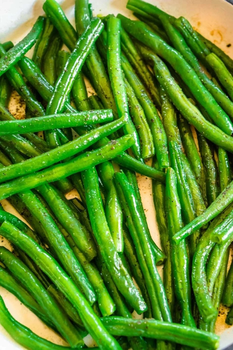 Close up picture of the finished green beans.