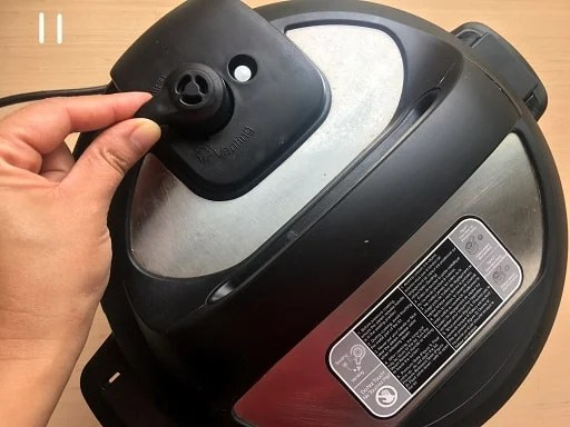 Sealing the Instant pot to cook the Bulgur wheat recipe