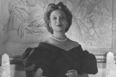 Elizabeth Arden - A Biography of the Cosmetics Pioneer