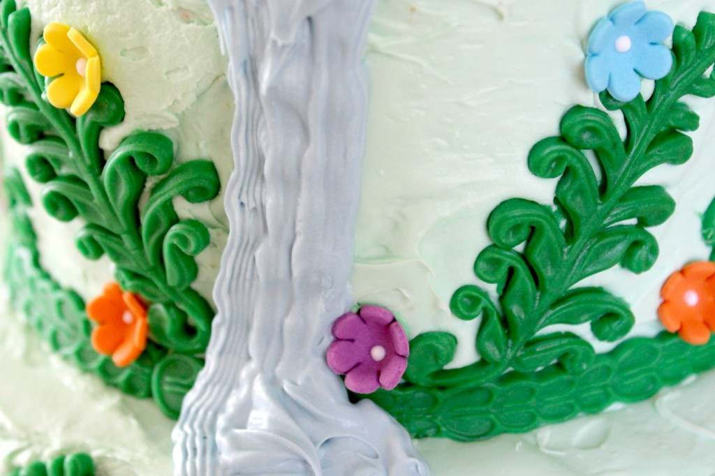 It wouldn't be a Rapunzel cake without lots of flowers