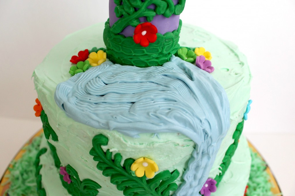 You can also give the Rapunzel cake a small pond