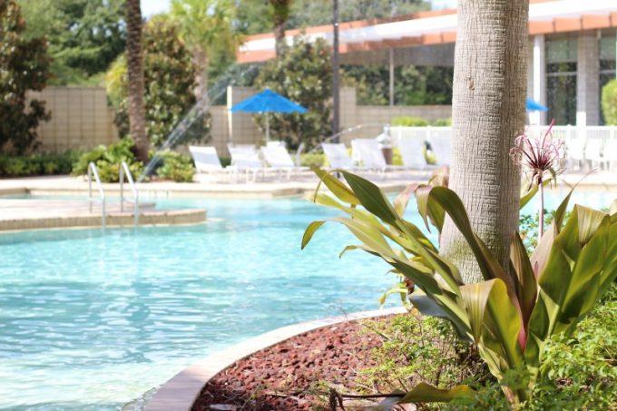 Holiday-Inn-Orlando-Disney-Springs-pool