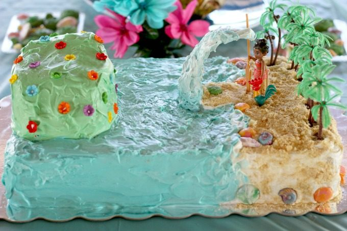 Surround your Moana cake with flowers for a tropical island feel