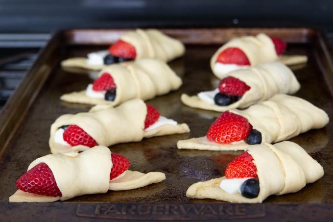 Crescent rolls with berries