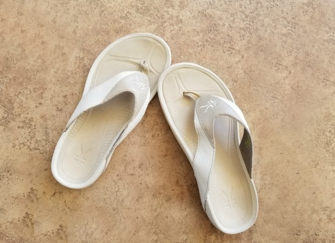 Kuru Shoes Review: I got sandals in black and white to go with different outfits.