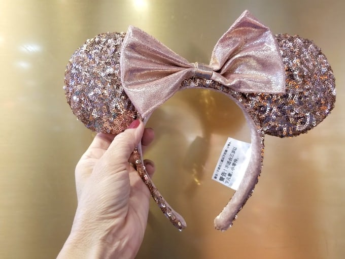We found the elusive Rose Gold Minnie Ears!
