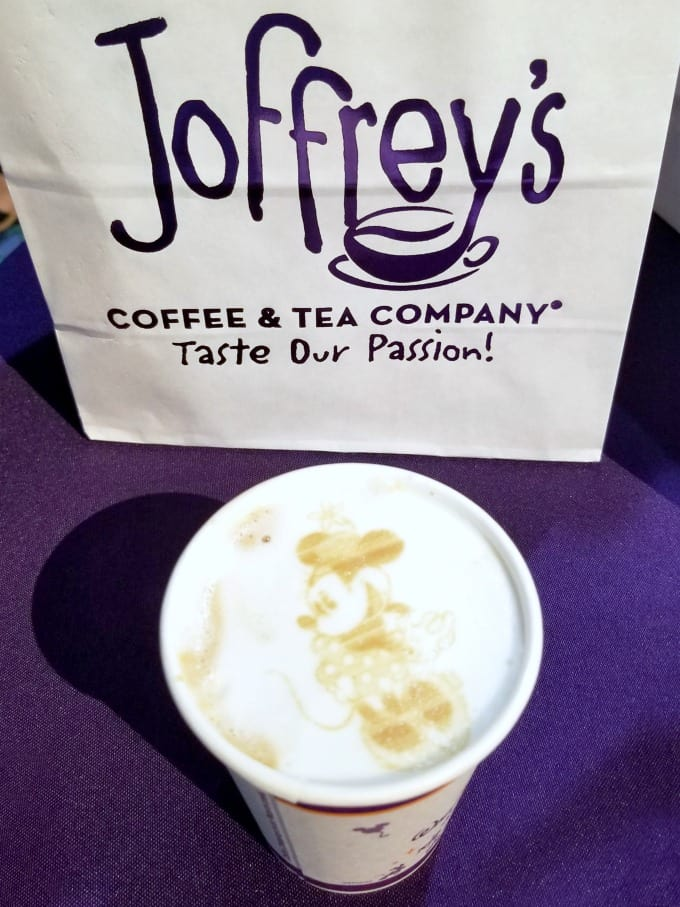 Minnie Mouse coffee from Joffrey's at the 2018 #DSMMC Day Three