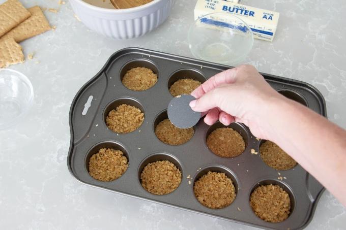 Making graham cracker crust