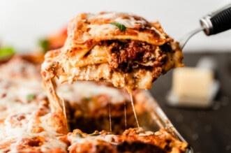 homemade lasagna feature image