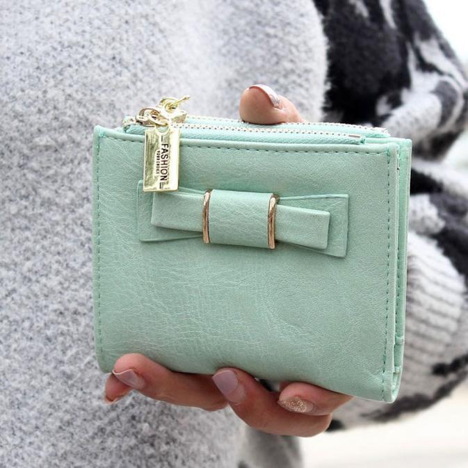 5a3eb52015ee0 العلامة التجارية جديد Carteira الأنثوية النساء أزياء سستة Bowknot مخلب  المحفظة قصيرة حامل بطاقة محفظة حقيبة يد ، المرأة مخلب bolsas