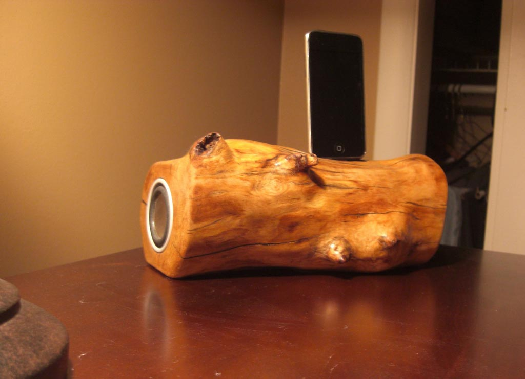 Handmade Wooden Ipod Dock Speaker Gadgetsin