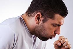 Cухой приступообразный кашель