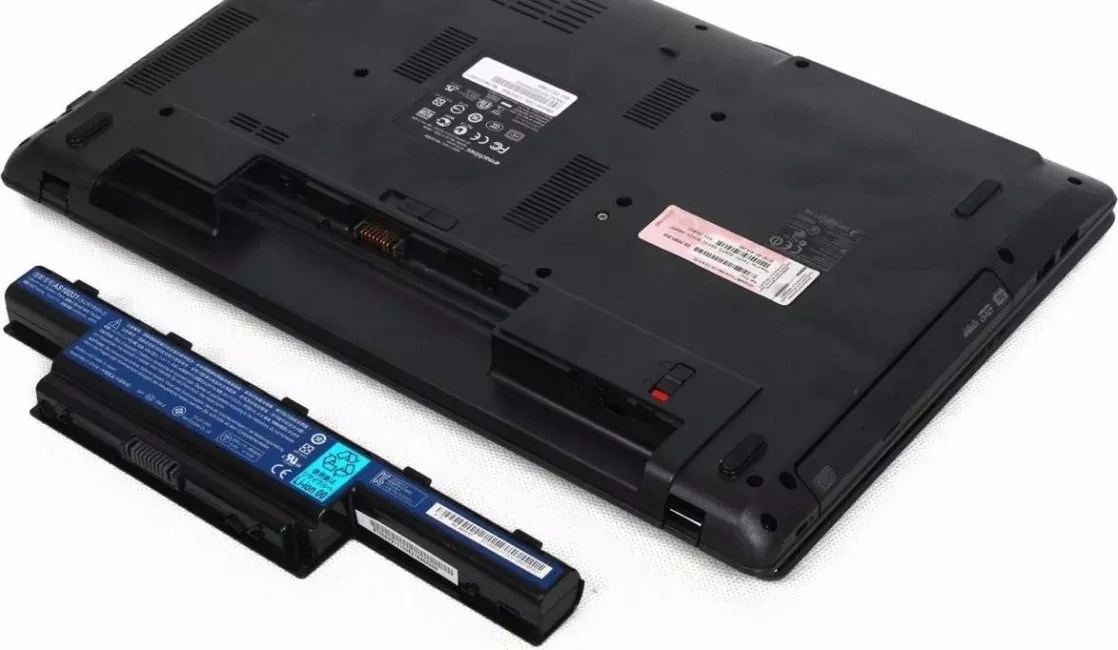Батареямен жаңа ноутбук
