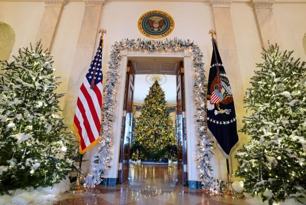 House White 2017 Christmas Themecars