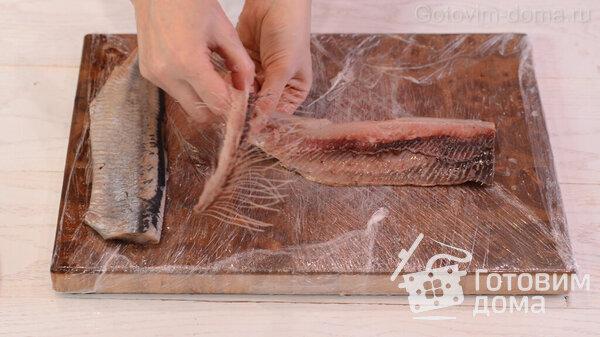 Πώς να ξεφλουδίσετε γρήγορα μια ρέγγα σε ένα φιλέτο χωρίς οστά φωτογραφία 9