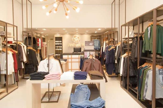 0b2c38de4 A Rabusch é uma rede de franquias de roupas femininas que tem como proposta  vestir a mulher de sucesso