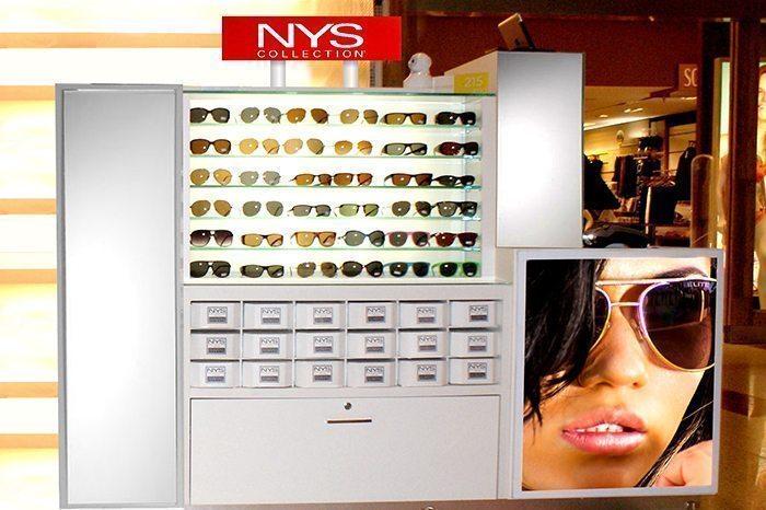 8314d8796 Criada em Nova York, em 1996, a Nys Collection chegou ao Brasil em 20014 e  tem unidades em oito estados brasileiros. A marca trabalha com venda de  óculos em ...